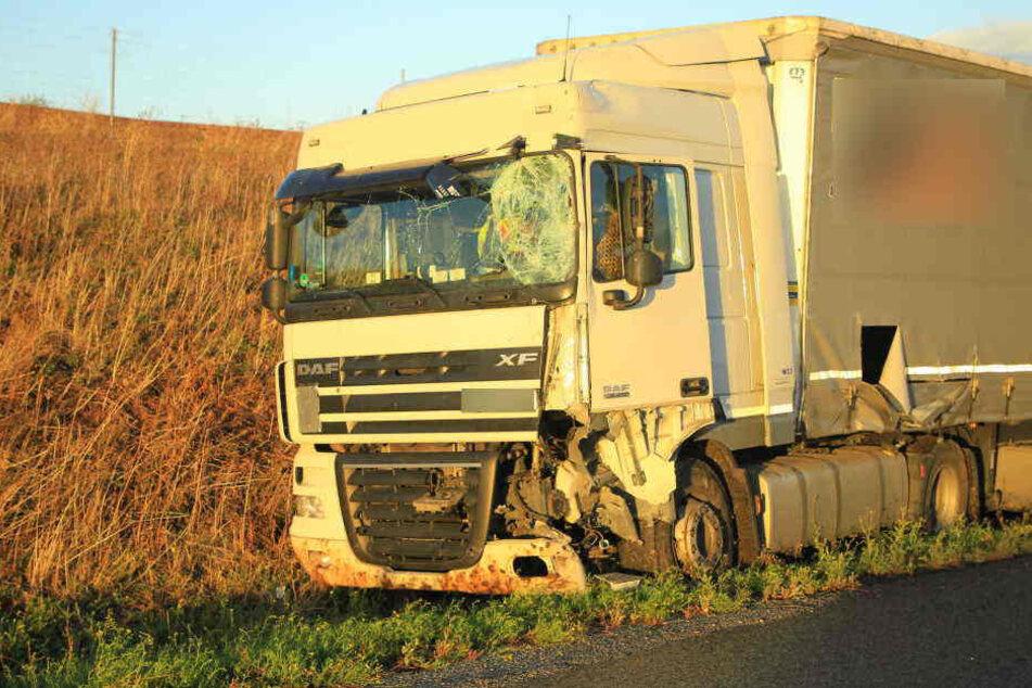 Der Bauarbeiter, der am Montagnachmittag von diesem polnischen Lastwagen auf der A38 erfasst wurde, war 29 Jahre alt.