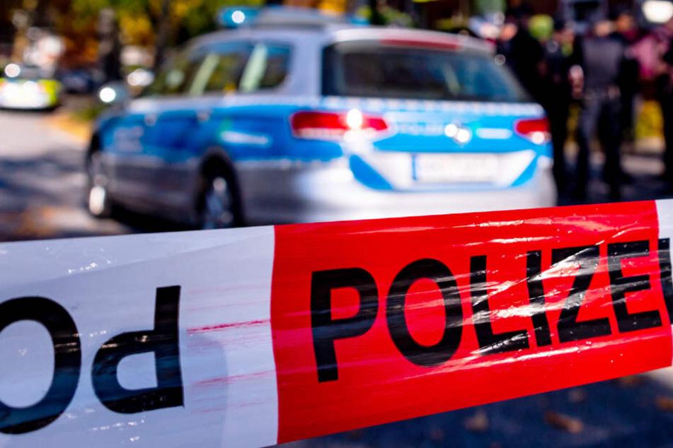 Brutaler Angriff: Mann schlägt mit Machete auf Kopf von wehrlosem Hausmeister ein