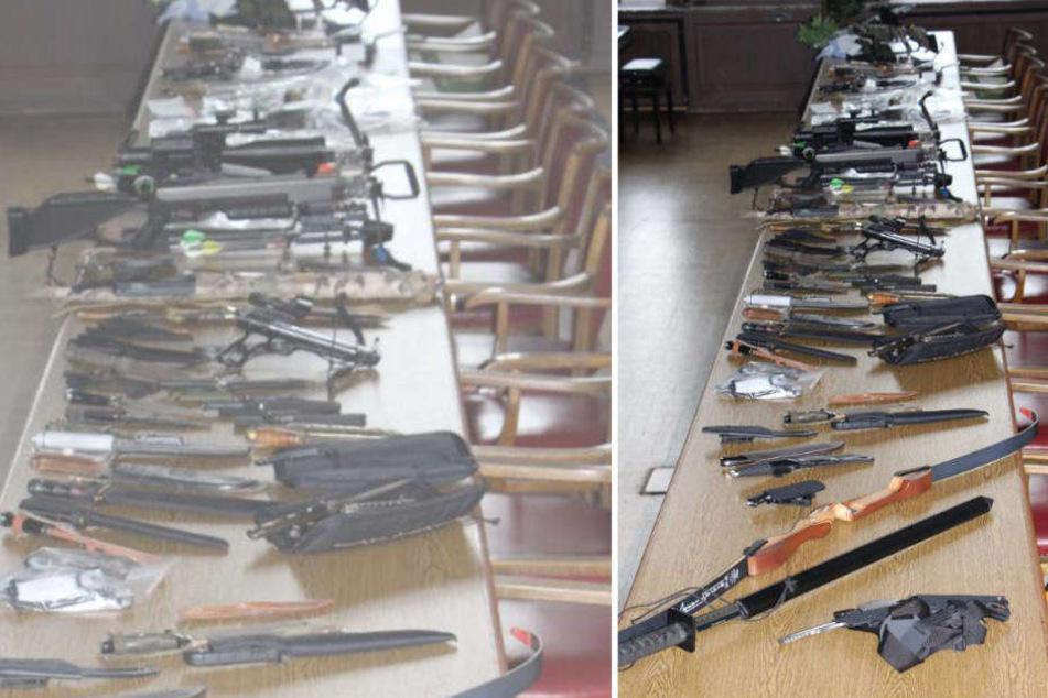 Unter anderem fanden die Polizisten im Waffenlager rund 100 Messer und zwei Bögen.