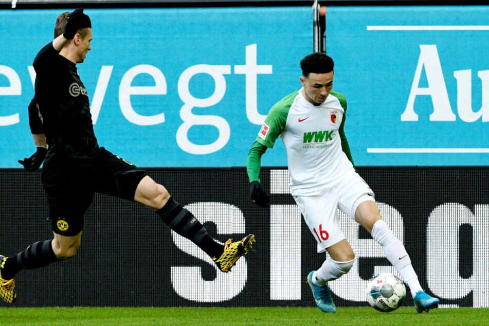 BVB-Routinier Lukasz Piszczek (l.) hatte immer wieder große Probleme mit dem wieselflinken FCA-Flügelflitzer Ruben Vargas, der auch das Führungstor klasse vorbereitete.