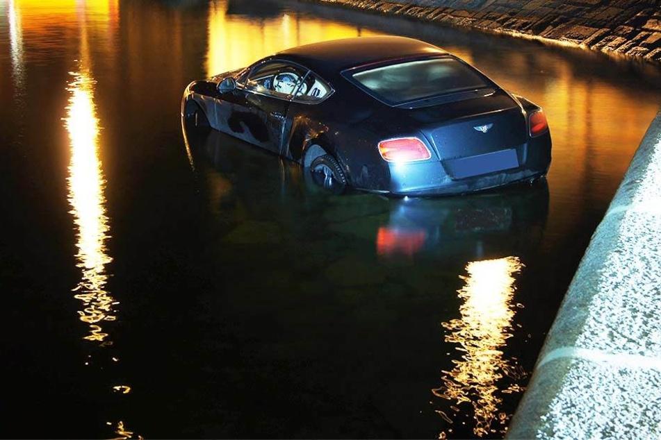 In voller Fahrt: Bentley stürzt in den Zugersee