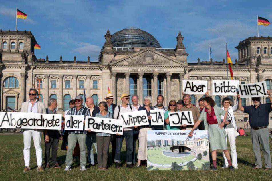 Demonstranten plädieren für einen Standort vor dem Reichstag.