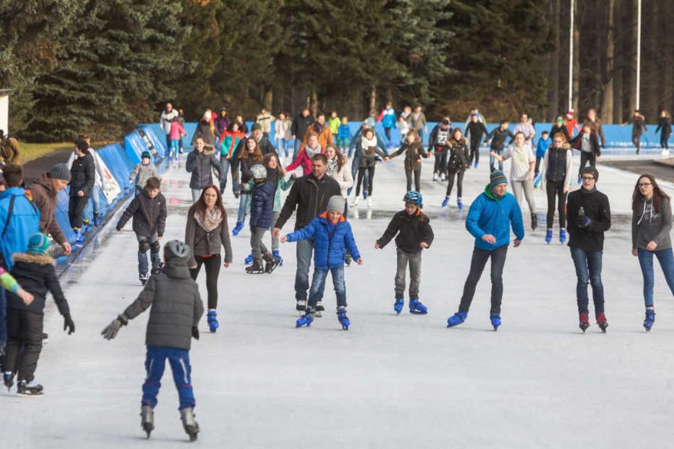 Gerade bei Kindern und Jugendlichen ist das öffentliche Eislaufen im Komplex an der Leipziger Straße sehr beliebt.