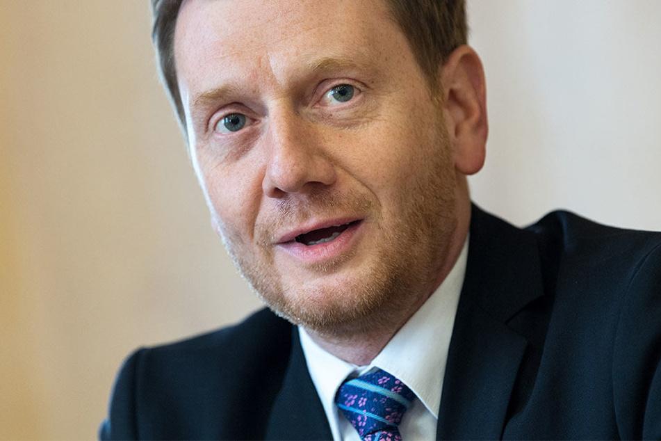 Sachsens Ministerpräsident Michael Kretschmer (42, CDU) besucht am Donnerstag die Baumwollspinnerei.