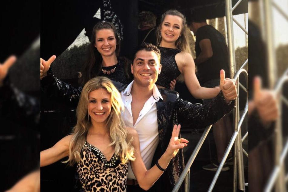 """Die """"Hot Banditoz"""" erstrahlen in neuem Glanz. Silva Gonzalez und seine Frau Stefanie (unten) werden durch die Tänzerinnen Franziska (oben links) und Julia (oben rechts) unterstützt."""