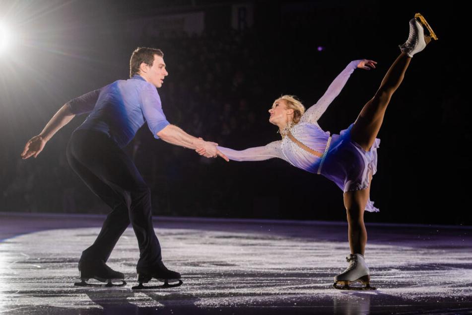Aljona und ihr Partner Bruno Massot gewannen bei den Olympischen Spielen in Südkorea Eiskunstlauf-Paargold.