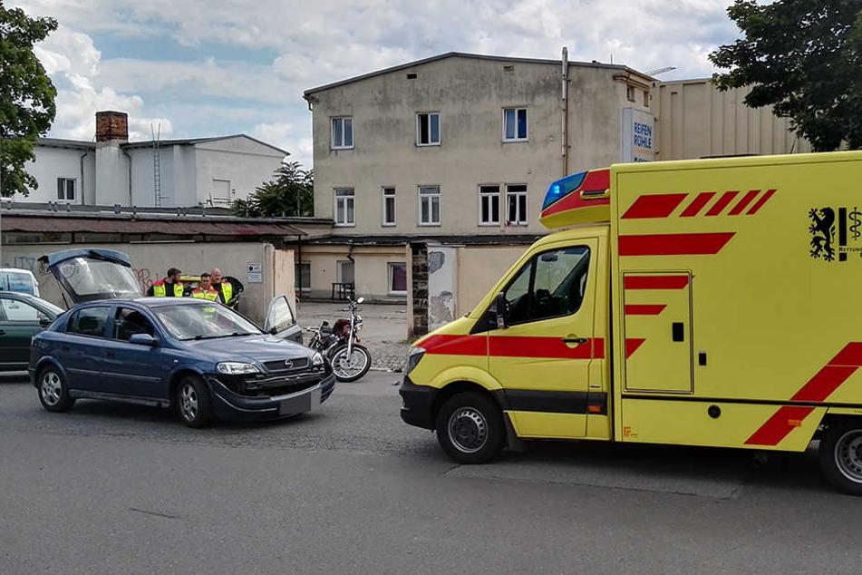 Bei einem Zusammenstoß zwischen Motorrad und Pkw wurde ein Biker verletzt.