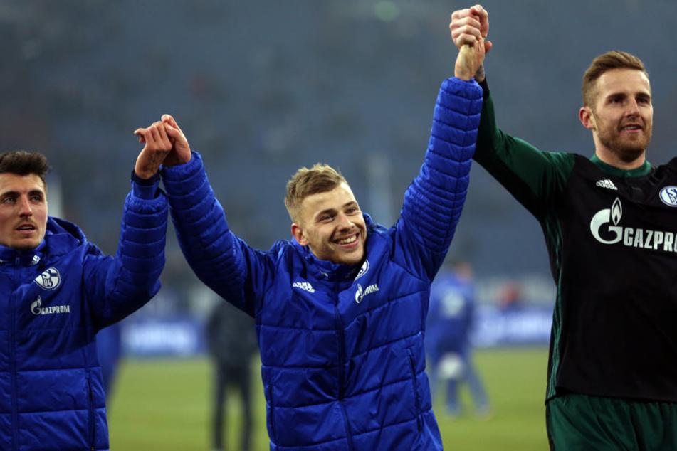 Noch ist die Zukunft von Max Meyer (Mitte) ungewiss. RB Leipzig dementierte ein angebliches Interesse am Schalker.