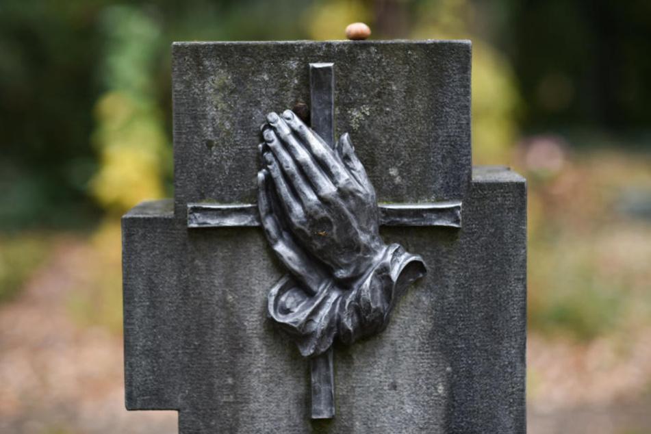 Die Diebe waren auf dem Zentralfriedhof und dem Donatsfriedhof unterwegs. (Symbolbild)