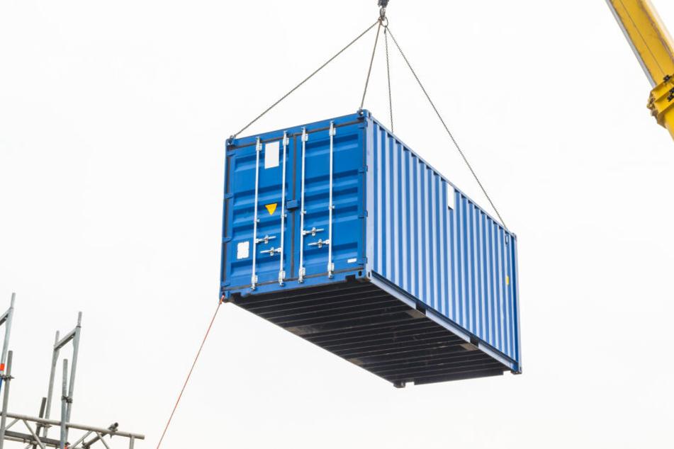 Arbeiter wird von Container zu Tode gequetscht