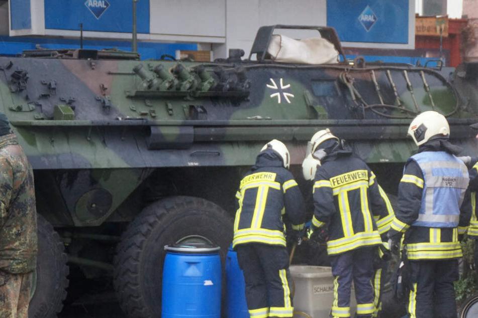 Bundeswehr-Panzer sorgt an Tanke für Aufruhr!