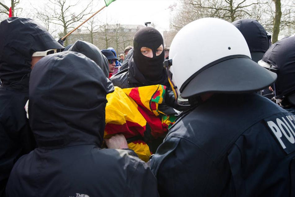 Der Einsatz von Pfefferspray gegen einige Demonstranten wird nun intern untersucht. (Symbolbild)