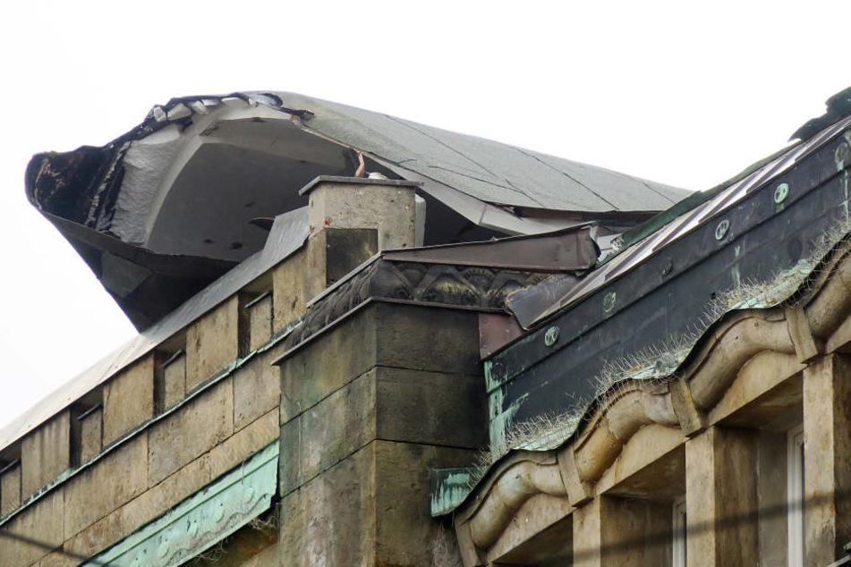 """Auch das Dach des """"Weltecho"""" in Chemnitz wurde vom Sturm stark beschädigt"""