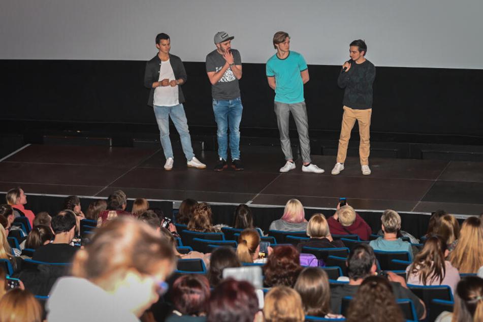 Das Teenie-Gedränge war so groß, dass das Kino einen weiteren Saal öffnete.