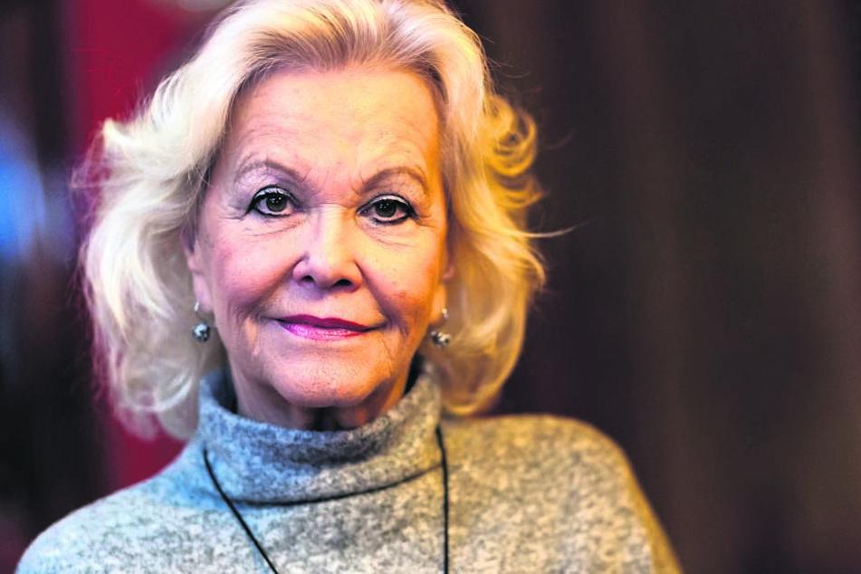 """Chansonette Dorit Gäbler (75) lädt ab 20. November zum """"Schlager-Dinner"""" auf das Carte-Blanche-Areal ein."""