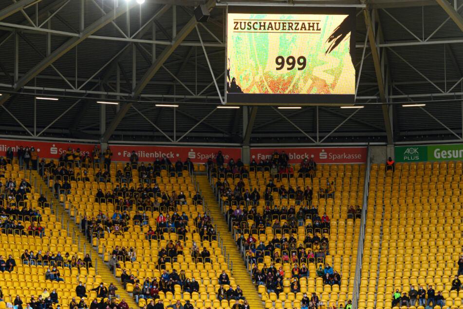 Nur 999 Zuschauer verloren sich im Harbig-Stadion - da konnte keine echte Derbystimmung aufkommen.