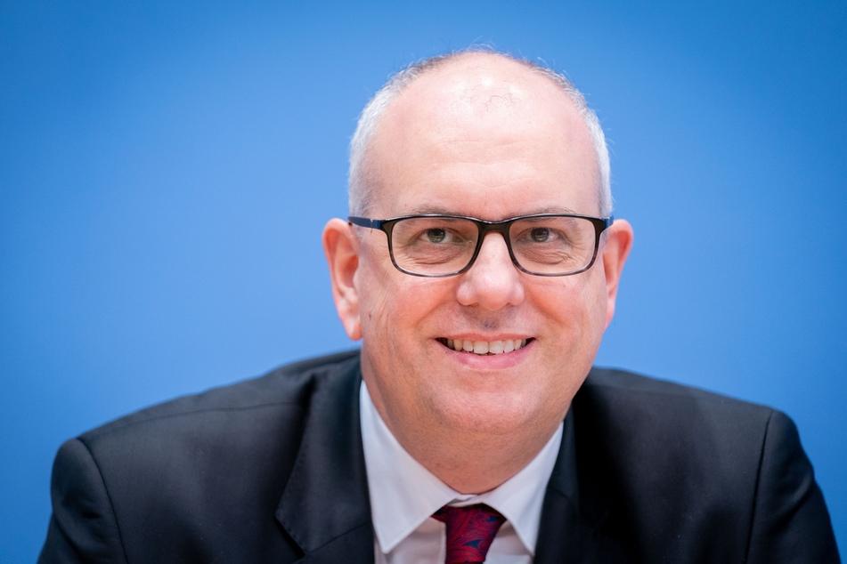 Andreas Bovenschulte (SPD) ist der Bürgermeister von Bremen und zurzeit sehr besorgt wegen der Corona-Lage.