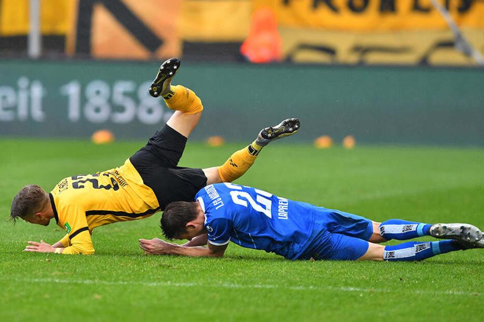 ... nachdem der zentrale FCM-Mittelfeldspieler den Ösi von hinten umgrätschte. Möschl hatte erst eine lange Leidenszeit hinter sich.