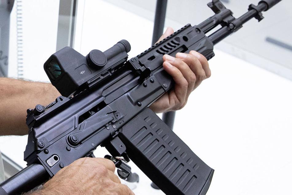 Diebe klauen Polizei über 40 Waffen und ersetzen sie durch Spielzeug