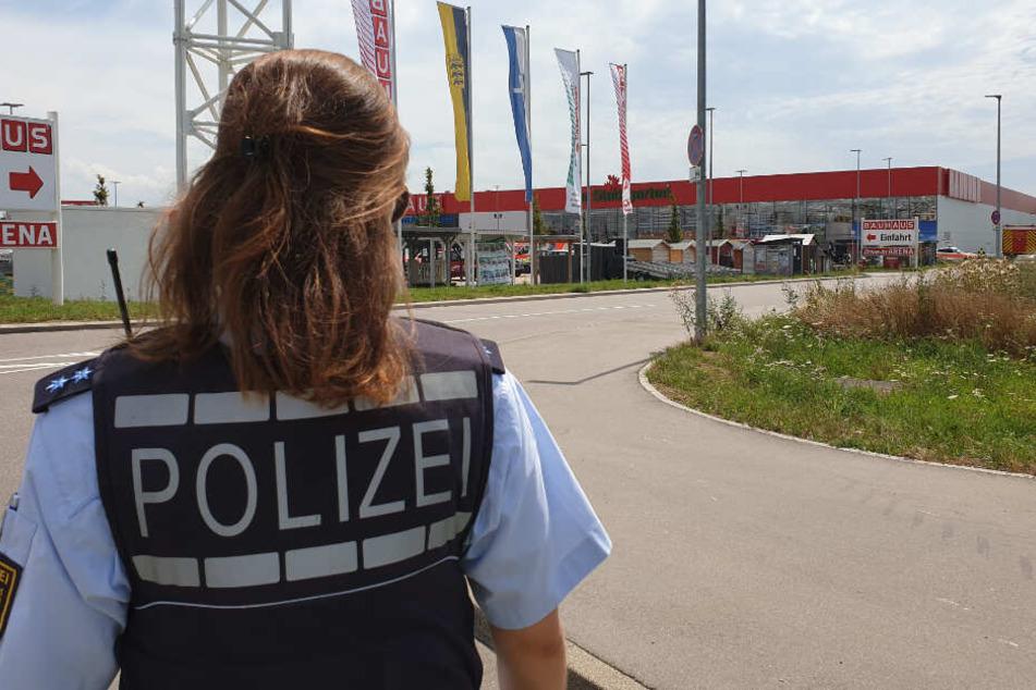 Eine Polizistin vor Ort.
