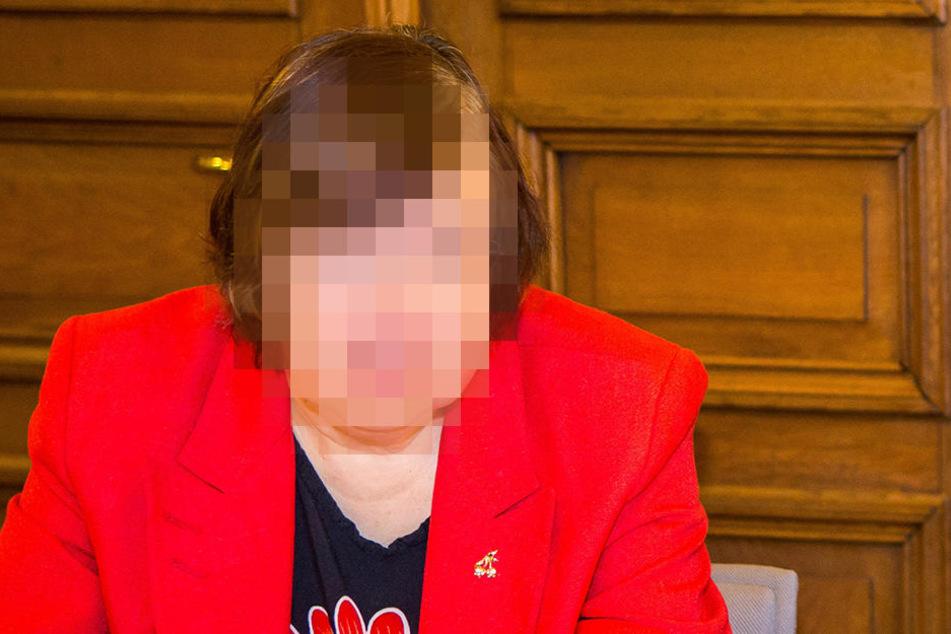 Die Sachverständige Ruth C. (56) wurde von den Verteidigern der Angeklagten  abgelehnt.
