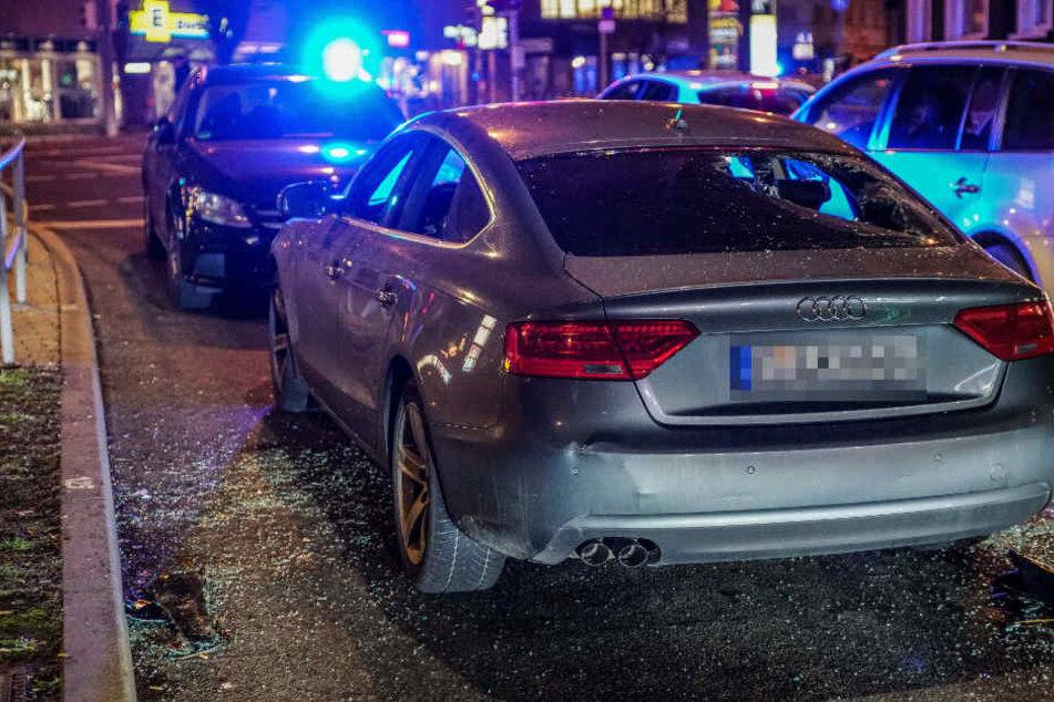 Die Scheiben ausgeschlagen: So steht das Fahrzeug der Männer nach dem Einsatz in Stuttgart.