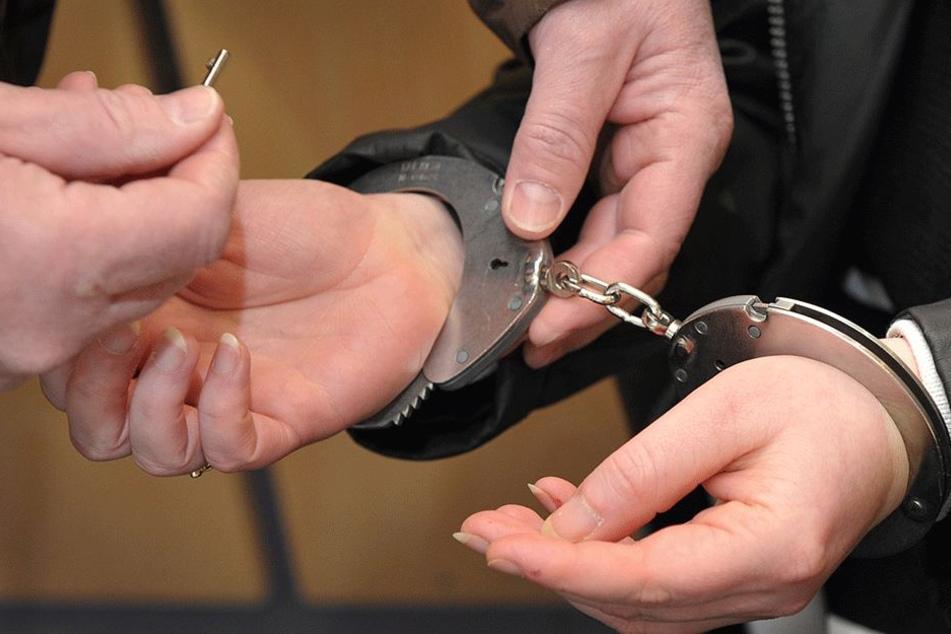 In Handschellen ins Gefängnis? Diesen Wunsch konnte ihr die Polizei nicht erfüllen (Symbolbild).