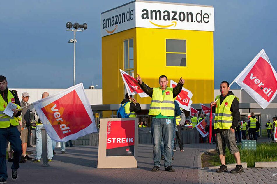 Seit Jahren streiken die Mitarbeiter von Amazon für bessere Löhne und Tarifverträge.