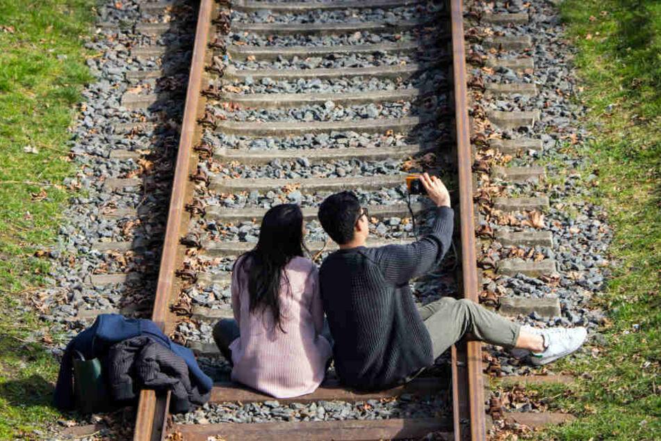Bahnpolizei warnt vor Selfies auf Bahngleisen