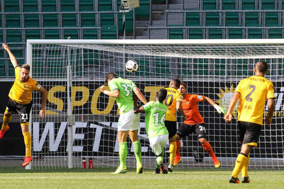 Mario Gomez köpfte das 1:0 für den VfL Wolfsburg - mehr ließ Dynamo gegen den Bundesligisten nicht  zu.