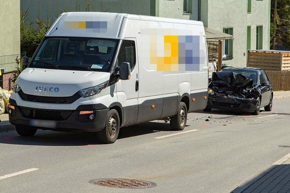 Offenbar übersah die VW-Fahrerin den bremsenden Transporter.