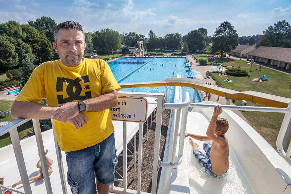 Aufatmen bei Arne Pflug (46), dem Chef des Fördervereins des 04-Bads. Der Stadtrat hat sich für den Erhalt ausgesprochen.
