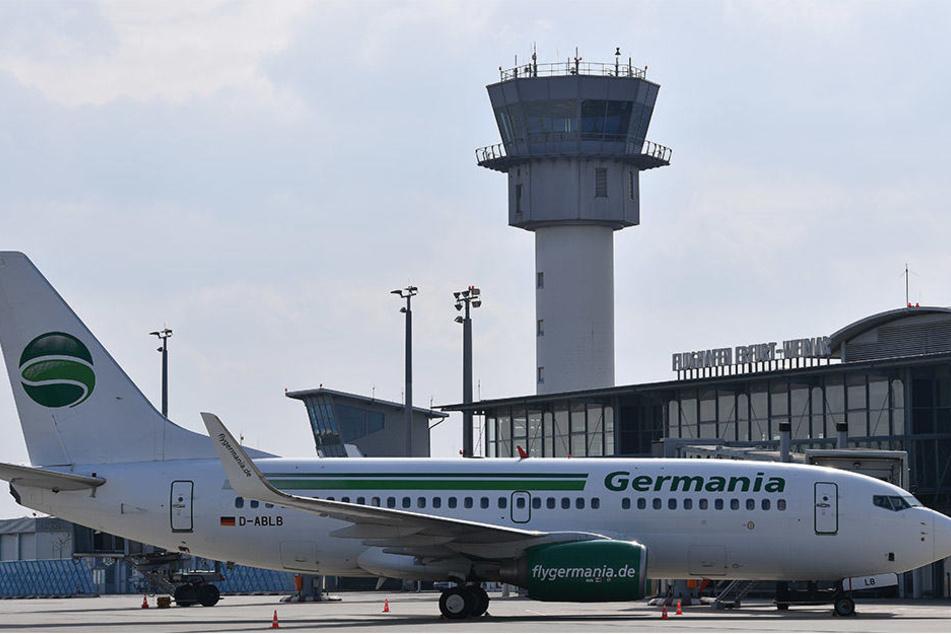 Von Leipzig aus sollen Lotsen bald auf dem Flughafen Erfurt für Sicherheit sorgen. (Archivbild)