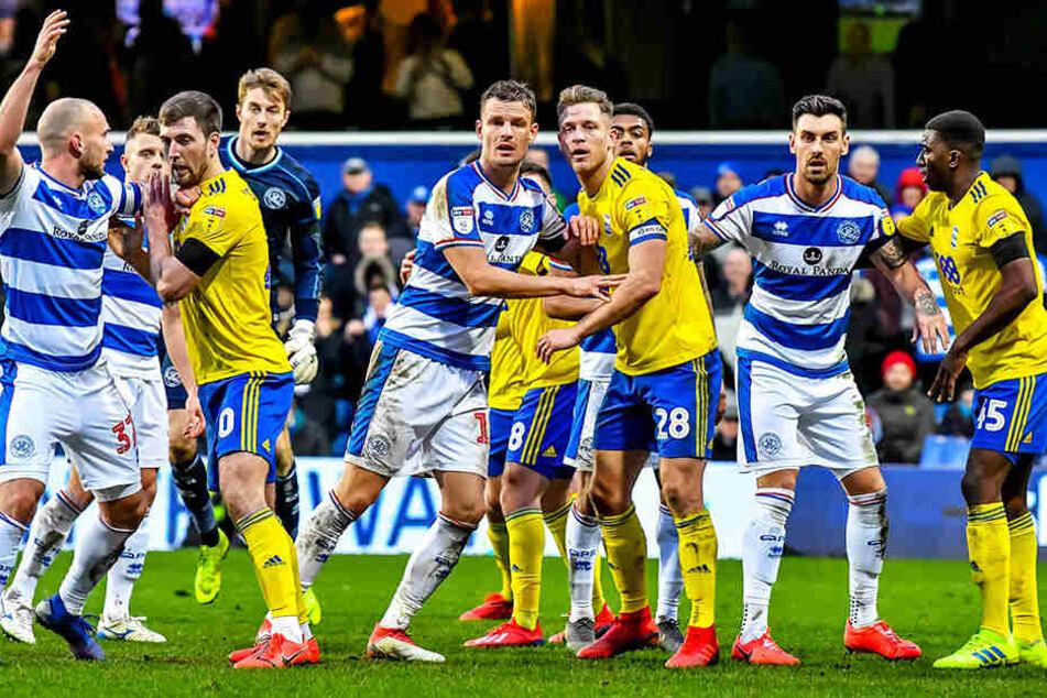 Das turbulente Spiel zwischen den Queens Park Rangers und Birmingham City fand mit den Gästen einen glücklichen Sieger. Auch der frühere Dresdner und Unioner Toni Leistner mischt mit (l.).