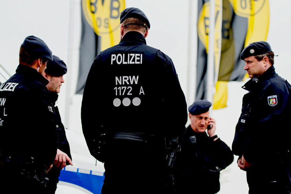Die Polizei geht von einem terroristischen Hintergrund aus.