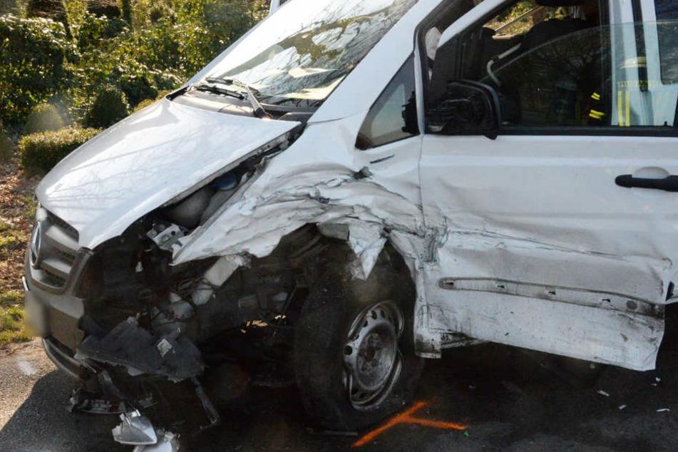 Beide Wagen mussten nach dem Crash abgeschleppt werden.