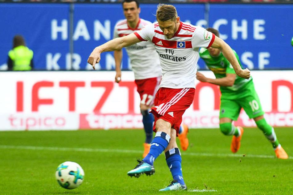 Die Führung für den HSV: Aaron Hunt erzielt das 1:0 per Elfmeter!