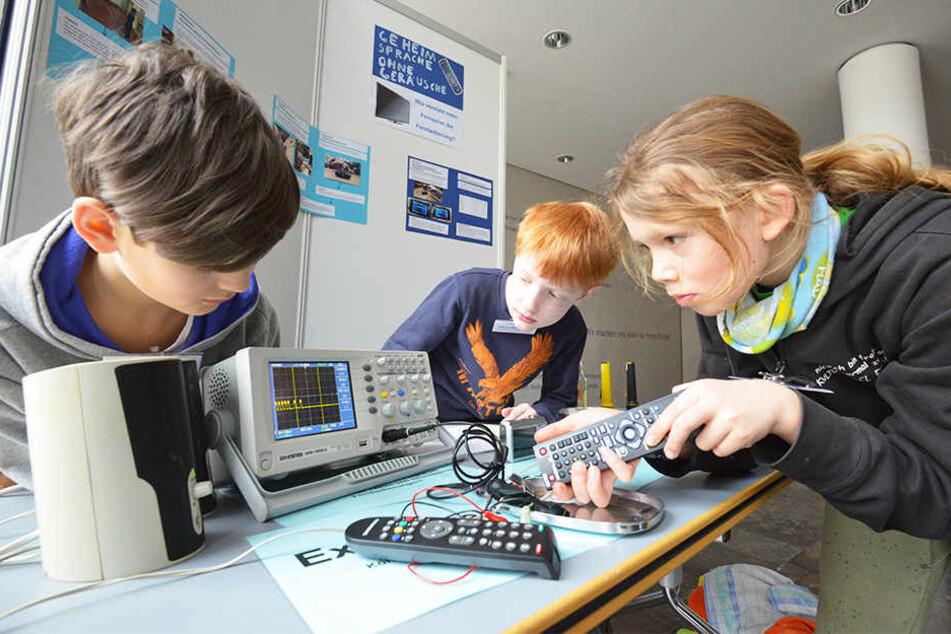 Jugend forscht ist ein bundesweiter Nachwuchswettbewerb, der besondere Leistungen und Begabungen in Mathematik, Informatik, Naturwissenschaften und Technik fördert.