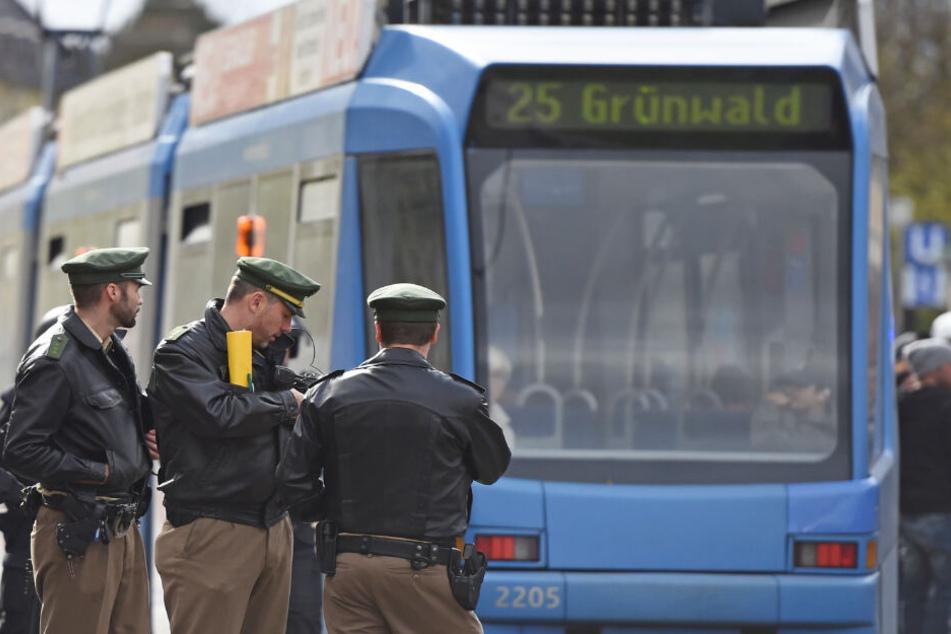 Eine Tram hat am Dienstagmorgen in München eine Seniorin erfasst. (Symbolbild)