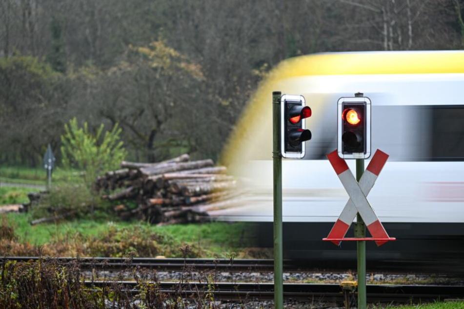 Tödlicher Unfall: 20-Jähriger läuft über Gleise und wird von Zug erfasst