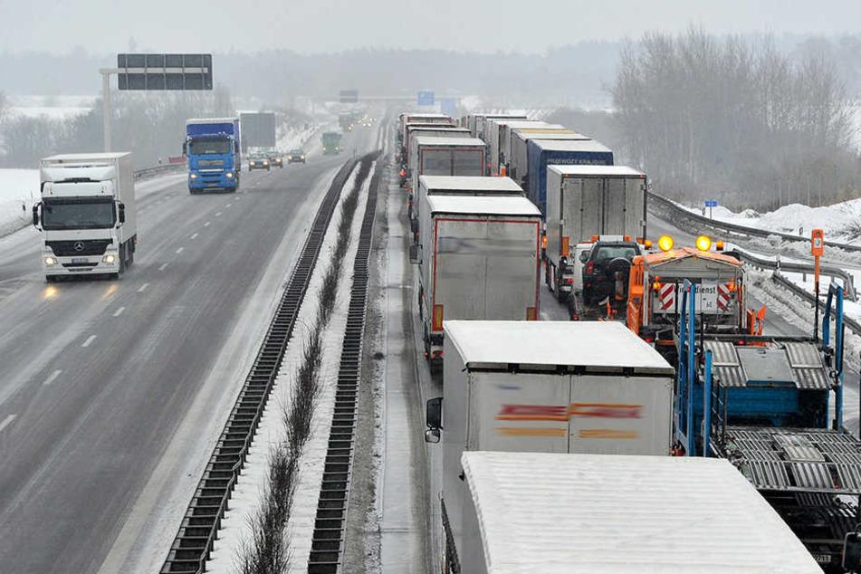 Auf der A72 in Richtung Chemnitz geht derzeit nichts mehr. (Symbolbild)