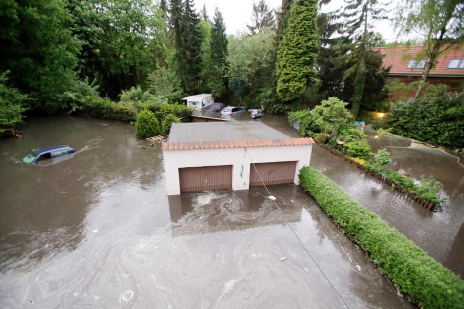 Das Wasser überflutete auch Gebiete im Hamburger Stadtteil Billstedt.