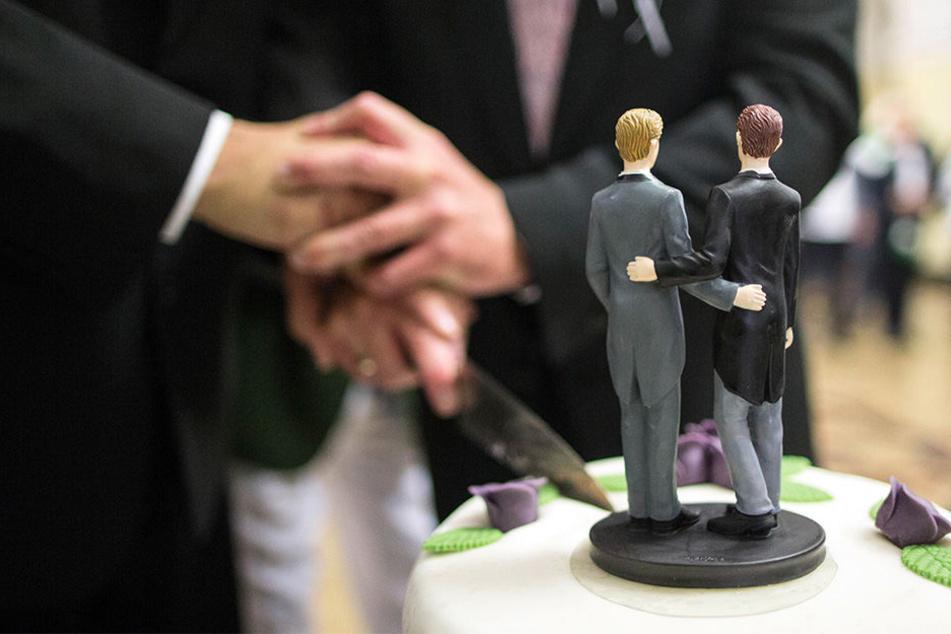 Bislang scheinen sich nur wenige gleichgeschlechtliche Paare in Sachsen trauen lassen zu wollen. (Symbolbild)