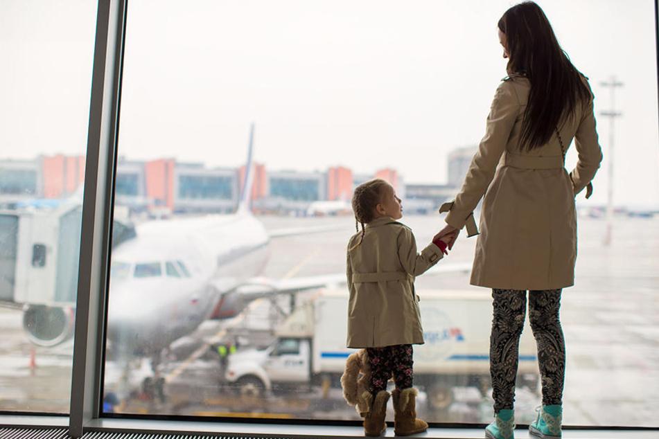 Eine 24-Jährige wollte ihre Tochter ohne Erlaubnis des Vaters in die Türkei bringen. (Symbolbild)