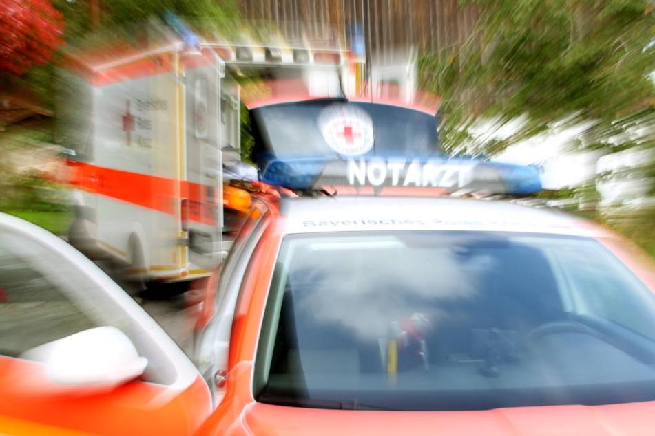 Der Mann sprang aus dem Fenster und wurde dabei verletzt.