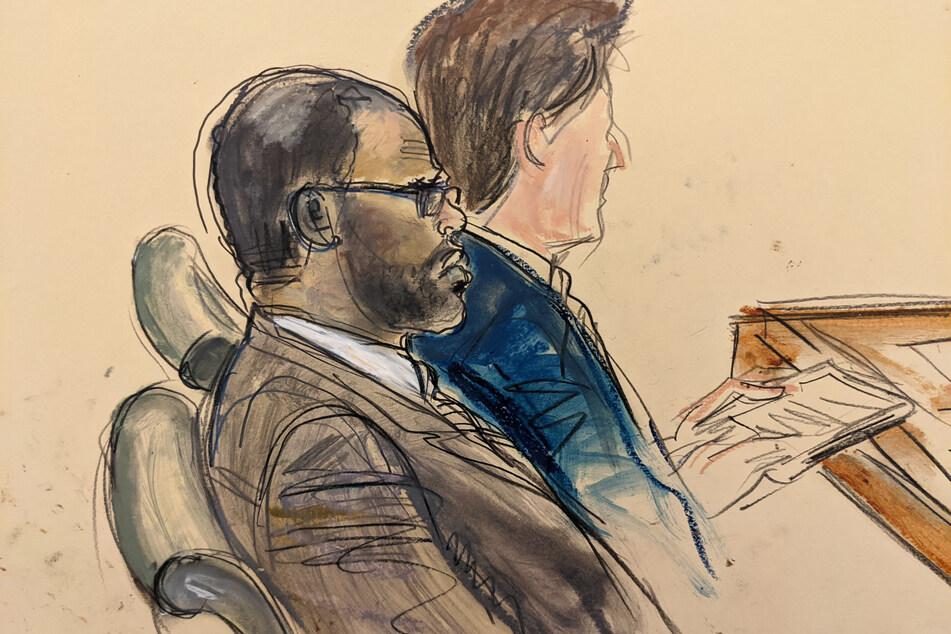 Auf dieser Gerichtszeichnung, die von einem Videomonitor eines Gerichtssaals in Brooklyn gemacht wurde, zeigt den Angeklagten R. Kelly (l) während des Eröffnungstages seines Prozesses.