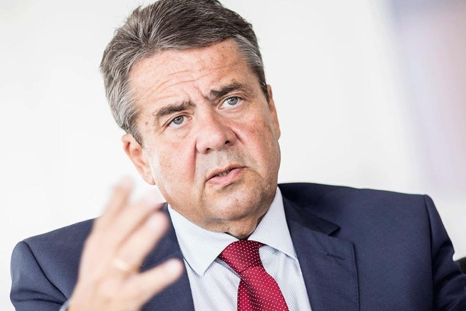 Außenminister Sigmar Gabriel (57) schaltet sich mit scharfer Kritik ein.