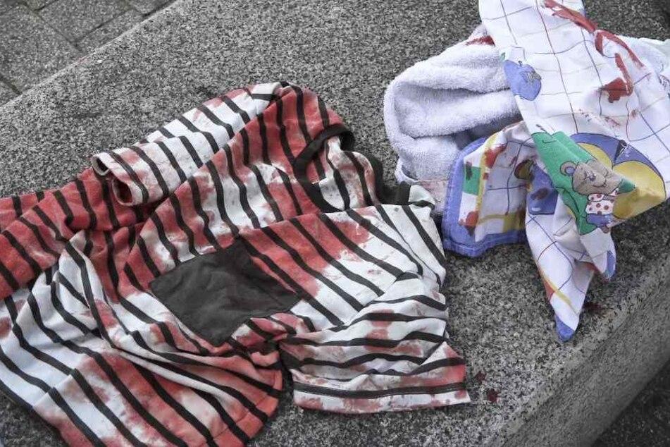 Die Kleidung des Opfers war nach dem Angriff blutüberströmt.