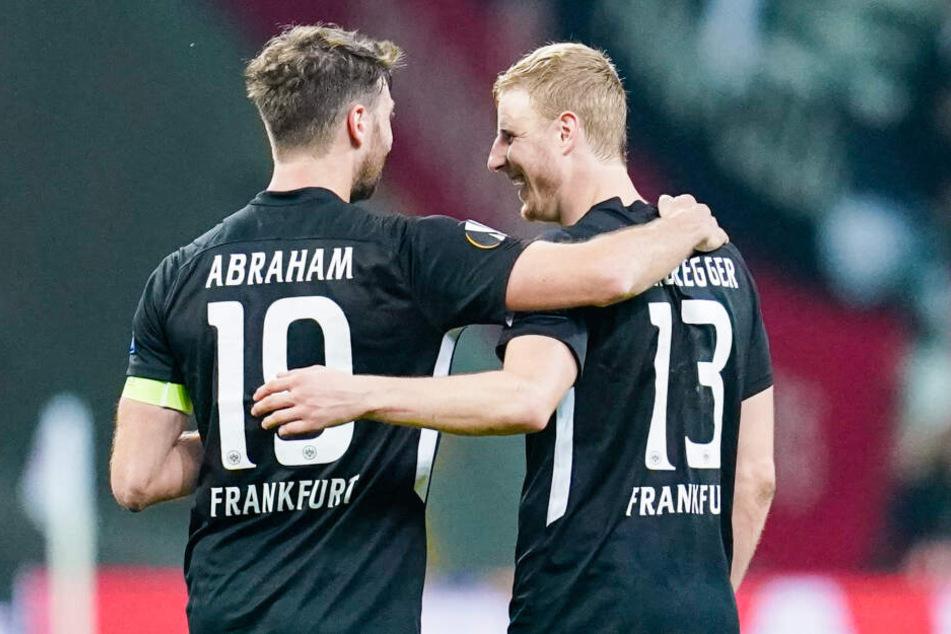 Die beiden Torschützen der Eintracht: Kapitän David Abraham (Li.) und Martin Hinteregger.