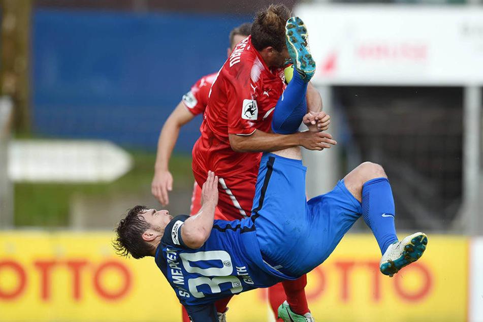 Meppens Benjamin Girth bereitete Zwickau mit Toni Wachsmuth Kopfschmerzen. Er traf im Hinspiel beim 4:0 doppelt.